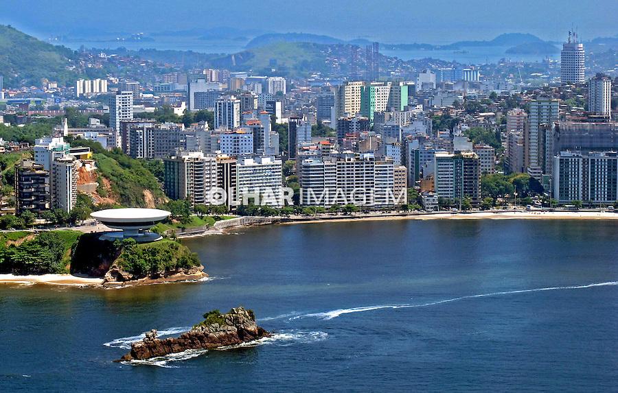 Cidede de Niteroi, Museu de Arte Contemporânea, MAC e praia de Icarai. Rio de Janeiro. 2010. Foto de Pedro Stabile.