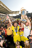Frankie Hejduk, Duncan Oughton hold the MLS Cup tropphy during MLS Cup 2008. Columbus Crew defeated the New York Red Bulls, 3-1, Sunday, November 23, 2008. Photo by John Todd/isiphotos.com