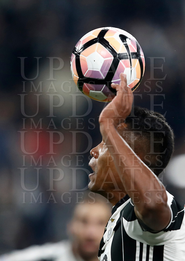 Calcio, Serie A: Torino, Juventus Stadium, 6 maggio 2017. <br /> Juventus' Alex Sandro in action during the Italian Serie A football match between Juventus and Torino at Torino's Juventus stadium, May 6, 2017.<br /> UPDATE IMAGES PRESS/Isabella Bonotto