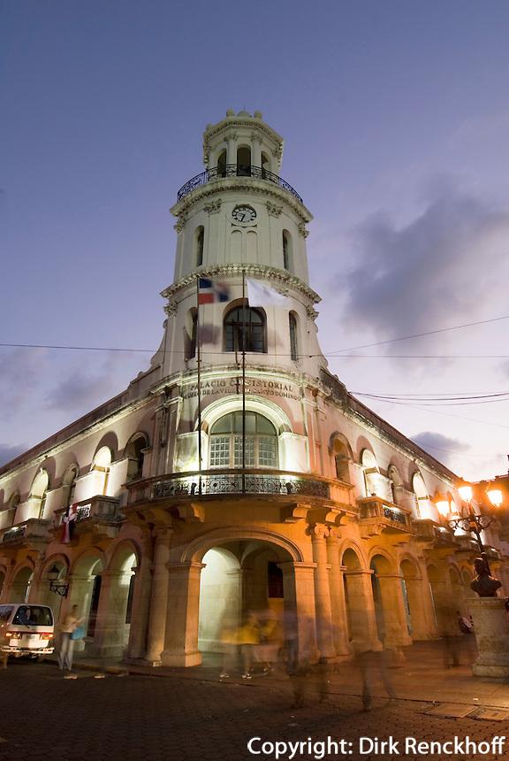 Dominikanische Republik, Palacio Consistorial am Parque de Colon in Santo Domingo, UNESCO-Weltkulturerbe