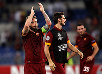 Calcio, Champions League, Gruppo E: Roma vs Bayern Monaco. Roma, stadio Olimpico, 21 ottobre 2014.<br /> Roma's Daniele De Rossi, left, greets fans at the end of the Group E Champions League football match between AS Roma and Bayern at Rome's Olympic stadium, 21 October 2014. Bayern won 7-1.<br /> UPDATE IMAGES PRESS/Isabella Bonotto