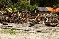 05-08-2010-GARIMPO-Materia feita no Municipio de Viseu-pará na ilha de Sanauma onde pescadores,moradores da cidade e outras lugares estam indo e dormindo diariamente tira ouro n mangue são mais de 300 pessoas no local.<br /> na foto local onde garimpeiros estam alogados<br /> <br /> FOTO: TARSO SARRAF
