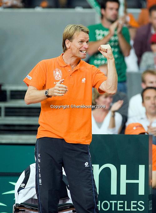 20-9-08, Netherlands, Apeldoorn, Tennis, Daviscup NL-Zuid Korea, Dutch captain Jan Siemerink supports his team