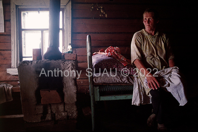 Monastyr, Russia<br /> July, 1998<br /> <br /> Victor and Yevgeniya (70-65 years) Kokorin take a break from working the fields in an abandoned village.
