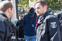 """Ca. 50 Menschen versammelten sich am Mittwoch den 28. August 2014 in den Nachmittagsstunden auf dem Oranienplatz in Berlin Kreuzberg, um gegen die Fluechtlingspolitik des Berliner Senat zu protestieren. Der Senat hatte den ehemaligen Bewohnern des Fluechtlingscamp auf dem Oranienplatz wenige Tage zuvor beschieden, dass ihre Asylantraege abgelehnt seien und sie ihre Wohnunterkuenfte zu verlassen haben, damit sie in andere Bundeslaender abgeschoben werden koennen.<br /> Die Versammlung wurde mehrfach von Gruppen uniformierter Polizei und zivilen Beamten des polizeilichen Staatsschutz durchstreift um """"Straftaeter (Fluechtlinge) ausfindig zu machen"""", zwei Tage zuvor auf dem Oranienplatz gegen die Ablehnung ihrer Asylantraege protestiert hatten. Mindestens 7 Fluechtlinge wurden festgenommen.<br /> Bei dem Protest am 26.8. auf dem Oranienplatz wurde kurzzeitig eine Plastikplane hochgehalten und symbolisch zu einem Zelt erklaert. Die Polizei hatte daraufhin die Plane konfisziert und mehrere Personen festgenommen.<br /> Im Bild: Die Polizei nimmt einen Fluechtling fest.<br /> 27.8.2014, Berlin<br /> Copyright: Christian-Ditsch.de<br /> [Inhaltsveraendernde Manipulation des Fotos nur nach ausdruecklicher Genehmigung des Fotografen. Vereinbarungen ueber Abtretung von Persoenlichkeitsrechten/Model Release der abgebildeten Person/Personen liegen nicht vor. NO MODEL RELEASE! Don't publish without copyright Christian-Ditsch.de, Veroeffentlichung nur mit Fotografennennung, sowie gegen Honorar, MwSt. und Beleg. Konto: I N G - D i B a, IBAN DE58500105175400192269, BIC INGDDEFFXXX, Kontakt: post@christian-ditsch.de<br /> Urhebervermerk wird gemaess Paragraph 13 UHG verlangt.]"""