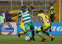 BOGOTÁ - COLOMBIA, 24-08-2018:Carlos Peralta (Izq.) jugador de La Equidad  disputa el balón con Eddie Segura  (Der.) jugador del Atlético Huila durante partido por la fecha 6 de la Liga Águila II 2018 jugado en el estadio Metropolitano de Techo de la ciudad de Bogotá. /Carlos Peralta (L) player of La Equidad fights for the ball with Eddie Segura(R) player of Atletico Huila during the match for the date 6 of the Liga Aguila II 2018 played at the Metropolitano de Techo Stadium in Bogota city. Photo: VizzorImage / Felipe Caicedo / Staff.