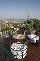 """Asie/Israël/Galilée/Rosh Pina/Safed: Hotel Restaurant """"Mizpe Hayamim"""" avec sa ferme bio créé par le docteur Yaros Yaroshlavsky dans les années 60-les terrasses de l'Hotel et la viue sur le lac de Tibériade"""