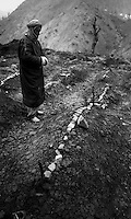 Cukurca - Kurdistan - Turkish Iraqi border - April 1991.Consequences of Gulf War. Thousands of ethnic kurds fled Iraq becouse of fightings between Saddam Hussein and NATO troops..In the picture some graves in an improvised cemetery where dead refugees were buried..Photo Livio Senigalliesi
