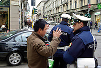 milano, quartiere sarpi - chinatown. primo giorno di zona a traffico limitato (ztl) in via paolo sarpi. discussione tra un cittadino cinese e i vigili urbani --- milan, sarpi district - chinatown. the first day of closing to traffic in paolo sarpi street. discussion between a chinese citizen and the traffic officers