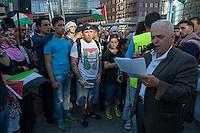 """Ca. 1500 Menschen demonstrierten am Freitag den 11. Juli 2014 in Berlin auf dem Potsdamer Platz ihre Solidaritaet mit Palaestina. Viele von ihnen kamen vom traditionellen Freitagsgebet. Sie protestierten gegen die Bombardierung des Gaza-Streifens und den moeglichen Einmarsch in den Gaza-Streifen durch die Israelische Armee. Trotz aufgeladener Stimmung blieb die Kundgebung friedlich.<br /> Zu den Kundgebungsteilnehmern sprachen Bundestagsabgeordnete der Linkspartei, Gewerkschafter und muslimische Geistliche.<br /> In der Bildmitte mit schwarzer Muetze:  Der Rechtsextremist Marc Kluge. Kluge ist nach Auskunft verschiedener Medien langjaehriger Neonaziaktivist unter anderem in der Gruppe """"Selbstschutz Sachsen-Anhalt"""", die als Ordnertruppe bei Neonaziveranstaltungen auftritt. 2007 trat Kluge 2007 fuer die NPD bei Kreistagswahlen in Sachsen-Anhalt an. Im Jahr 2009 versuchte er mit der Gruppe """"Sozialrevolutionaere Aktion Mitte (SAM)"""", bestehend aus 8-10 Neonazis aus Sachsen-Anhalt an linken Demonstrationen teilzunehmen.<br /> Kluge trat bei der Palaestina-Kundgebung als Redner auf.<br /> 11.7.2014, Berlin<br /> Copyright: Christian-Ditsch.de<br /> [Inhaltsveraendernde Manipulation des Fotos nur nach ausdruecklicher Genehmigung des Fotografen. Vereinbarungen ueber Abtretung von Persoenlichkeitsrechten/Model Release der abgebildeten Person/Personen liegen nicht vor. NO MODEL RELEASE! Don't publish without copyright Christian-Ditsch.de, Veroeffentlichung nur mit Fotografennennung, sowie gegen Honorar, MwSt. und Beleg. Konto: I N G - D i B a, IBAN DE58500105175400192269, BIC INGDDEFFXXX, Kontakt: post@christian-ditsch.de<br /> Urhebervermerk wird gemaess Paragraph 13 UHG verlangt.]"""
