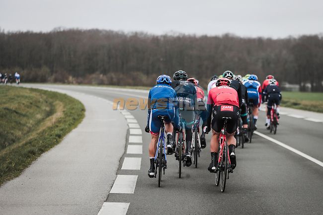 Echelons form during a windy Stage 1 of the 78th edition of Paris-Nice 2020, running 154km from Plaisir to Plaisir, France. 8th March 2020.<br /> Picture: ASO/Fabien Boukla   Cyclefile<br /> All photos usage must carry mandatory copyright credit (© Cyclefile   ASO/Fabien Boukla)