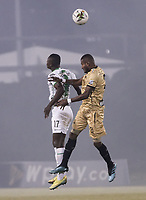 RIONEGRO - COLOMBIA, 15-10-2020: Carlos Ramirez del Rionegro disputa el balón con Fabian Gonzalez Lasso de Nacional durante partido por la fecha 14 entre Rionegro Águilas Doradas y Atlético Nacional como parte de la Liga BetPlay DIMAYOR I 2020 jugado en el estadio Alberto Grisales de la ciudad del Rionegro. / Carlos Ramirez of Rionegro vies for the ball with Fabian Gonzalez Lasso of Nacional during atch for the date 14 between Rionegro Aguilas Doradas and Atletico Nacional as part BetPlay DIMAYOR League I 2020 played at Alberto Grisales stadium in Rionegro city. Photo: VizzorImage / Juan Augusto Cardona / Cont