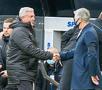 1st November 2020; St James Park, Newcastle, Tyne and Wear, England; English Premier League Football, Newcastle United versus Everton; Carlo Ancelotti shakes hands with Steve Bruce
