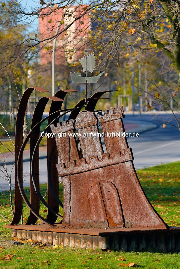 Hamburg Skulptur Wappen Welle Schiff: EUROPA, DEUTSCHLAND, HAMBURG, (EUROPE, GERMANY), 21.11.2013: Im Hamburger Stadtteil Rothenburgsort steht eine Skulptur mit Hamburg Wappen Wellen und Schiff.