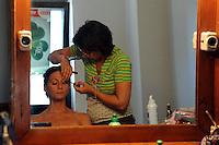 Lavoratori dello spettacolo durante la riprese di Casa Coop.Workers in the entertainment during the filming of House Coop.Rudia Cascione. Truccatrice.make-up artist..CASA COOP è una sit-com, prodotta dalla Coop, sulla vita quotidiana di persone di varia umanità, ambientata in un condominio. Gli episodi saranno diffusi via internet.HOUSE COOP is a sit-com produced by the Coop, about daily life of people with different  humanity , that live in a condominium. Episodes will be disseminated by Internet. ...