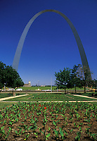 AJ1725, St. Louis, arch, Missouri, The Gateway Arch at the Jefferson National Expansion Memorial. 630 feet tall, 886 tons of stainless steel.