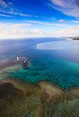 Baie de Goro et son phare marquant l'entrée du Canal de la Havannah, Sud de la Nouvelle-Calédonie