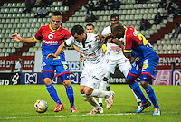 MANIZALES - COLOMBIA -15-02-2015: Sebastian Penco (Cent.) jugador de Once Caldas, disputa el balón con Gustavo Bolivar (Izq.) y Juan Muriel (Der.) jugadores de Deportivo Pasto durante  partido Once Caldas y Deportivo Pasto por la fecha 4 de la Liga de Aguila I 2015 en el estadio Palogrande en la ciudad de Manizales. / Sebastian Penco (C) of Once Caldas, figths the ball with Gustavo Bolivar (L) and Juan Muriel (R ) players of Deportivo Pasto during a match Once Caldas Deportivo Pasto for date 4 of the Liga de Aguila I 2015 at the Palogrande stadium in Manizales city. Photo: VizzorImage  / Kevin Toro / Str.