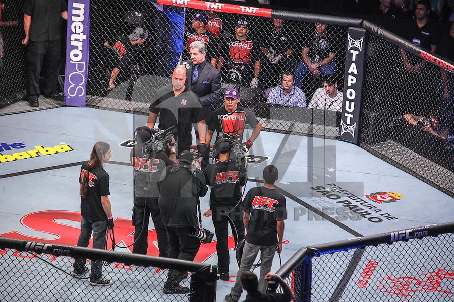 SAO PAULO, SP, 19 DE JANEIRO 2013 - UFC SAO PAULO - Lutadores Pedro Nobre BRA (azul) vs Iuri Marajó BRA (vermelho) peso medio durante UFC (Ultimate Fighting Champion) no Ginasio do Ibirapuera na noite deste sabado 19,regiao sul da cidade de Sao Paulo. FOTO: VANESSA CARVALHO - BRAZIL PHOTO PRESS.