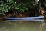 Cayuco azul / comunidad indígena emberá, Panamá.
