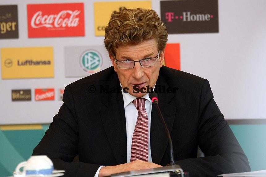 Robert Weise (DFB-Kontrollausschuss)<br /> DFB-Pressekonferenz zum Thema Doping<br /> *** Local Caption *** Foto ist honorarpflichtig! zzgl. gesetzl. MwSt. Auf Anfrage in hoeherer Qualitaet/Aufloesung. Belegexemplar an: Marc Schueler, Am Ziegelfalltor 4, 64625 Bensheim, Tel. +49 (0) 151 11 65 49 88, www.gameday-mediaservices.de. Email: marc.schueler@gameday-mediaservices.de, Bankverbindung: Volksbank Bergstrasse, Kto.: 151297, BLZ: 50960101