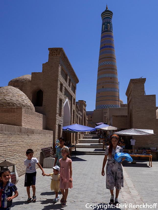 Minarett Islam Khodja, Xiva, Usbekistan, Asien, UNESCO-Weltkulturerbe<br /> Minaret Islam Khodja, historic city Ichan Qala, Chiwa, Uzbekistan, Asia, UNESCO heritage site