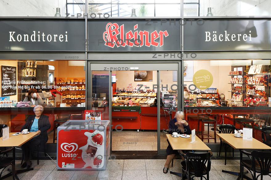 Geschaefte Bahnhof Uster am 28. Oktober 2011<br /> Mehr Bahnhof fuer SBB Immobilien<br /> <br /> Copyright © Zvonimir Pisonic / SBB CFF FFS