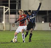Club Brugge Vrouwen - PSV Eindhoven :<br /> <br /> duel tussen Lore Dezeure (R) en Vera Egelmeers (L)<br /> <br /> <br /> foto Dirk Vuylsteke / Nikonpro.be
