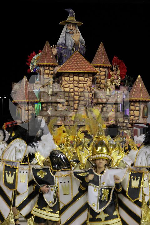 SÃO PAULO, SP, 06 DE MARÇO DE 2011 - CARNAVAL 2011 / TORCIDA JOVEM-  Integrantes  da Torcida Jovem durante o  desfiles das escolas do Grupo acesso de São Paulo, no Sambódromo do Anhembi, zona norte da capital paulista, na noite deste domingo. (06). (FOTO: ALE VIANNA / NEWS FREE)