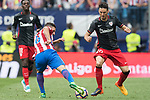 Jorge Resurreccion Merodio, Koke (C), of Atletico de Madrid fights for the ball with Aritz Aduriz Zubeldia (R) of Athletic Club  during their La Liga match between Atletico de Madrid vs Athletic de Bilbao at the Estadio Vicente Calderon on 21 May 2017 in Madrid, Spain. Photo by Diego Gonzalez Souto / Power Sport Images