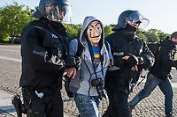 """Mehrere hundert Menschen versammelten sich nach einem anonymen Aufruf im Internet auf der Wiese vor dem Reichstagsgebaeude (Platz der Republik) um gegen die Einschraenkungen des oeffentlichen Lebens zur Eindaemmung der Covid-19-Pandemie zu protestieren. Unter ihnen viele Hooligans, Rechtsextreme, Anhaenger von Verschwoerungstheorien und Esoteriker. Sie riefen in Sprechchoeren """"Wir sind das Volk"""", """"Freiheit, Freiheit"""".<br /> Die Polizei versuchte, zunaechst erfolglos, die Menschen zum verlassen des Platzes zu bewegen. Ein Kamerateam der ARD wurde von einem Hooligan angegriffen. Dieser und andere aggressive Personen wurden festgenommen. Nach ca. 1 1/2 Stunden raeumte die Polizei den Platz.<br /> Im Bild: Die Polizei hat einen vermummten Mann festgenommen. <br /> 6.5.2020, Berlin<br /> Copyright: Christian-Ditsch.de<br /> [NUR FUER REDAKTIONELLE ZWECKE! Werbung nur auf Anfrage beim Fotografen. Inhaltsveraendernde Manipulation des Fotos nur nach ausdruecklicher Genehmigung des Fotografen. Vereinbarungen ueber Abtretung von Persoenlichkeitsrechten/Model Release der abgebildeten Person/Personen liegen nicht vor. NO MODEL RELEASE! Don't publish without copyright Christian-Ditsch.de, Veroeffentlichung nur mit Fotografennennung, sowie gegen Honorar, MwSt. und Beleg. Konto: I N G - D i B a, IBAN DE58500105175400192269, BIC INGDDEFFXXX, Kontakt: post@christian-ditsch.de<br /> Bei der Bearbeitung der Dateiinformationen darf die Urheberkennzeichnung in den EXIF- und  IPTC-Daten nicht entfernt werden, diese sind in digitalen Medien nach §95c UrhG rechtlich geschuetzt. Der Urhebervermerk wird gemaess §13 UrhG verlangt.]"""