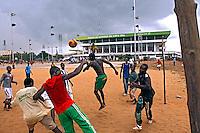 Jogo de futebol em Cotonou. Benin. 2010. Foto de Caio Vilela.