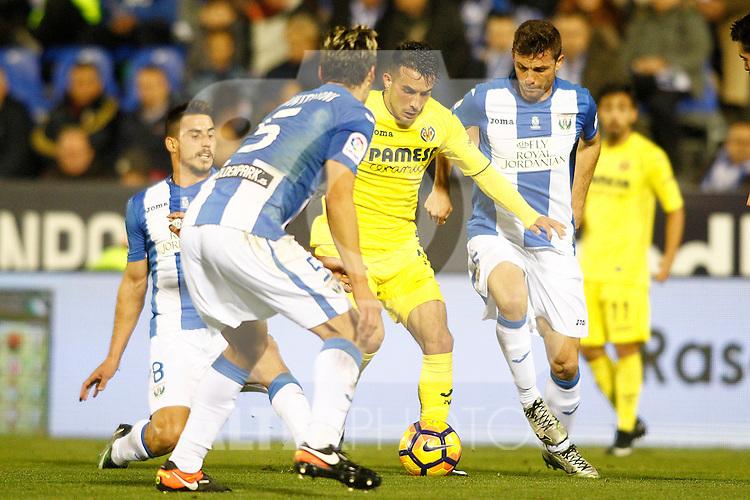 CD Leganes' Gabriel Pires (l), Martin Mantovani (2l) and Alberto Martin (r) and Villarreal CF's Nicola Sansone during La Liga match. December 3,2016. (ALTERPHOTOS/Acero)