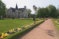 Centre-Ville, manoir des XVI-XVII et XVIIIe siecles, date de 1731.<br /> Cesson-Sevigne a ete championne d'Europe des villes fleurie en 1999