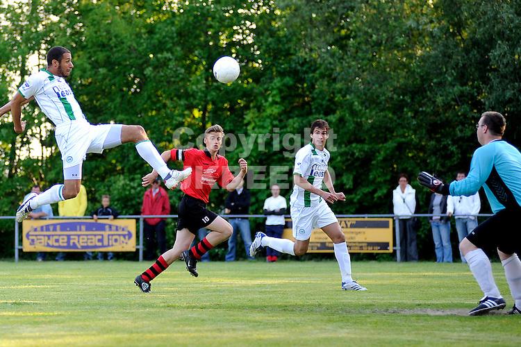 voetbal vv eenrum - fc groningen vriendschappelijk seizoen 2007-2008 15-05-2008 berry powel hoogstandje..fotograaf Jan Kanning
