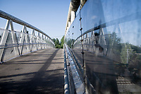 Cycle bridge over the railway in Lennik<br /> <br /> Cycling in Flanders (BEL)<br /> cycling hotspots in Brabant<br /> <br /> ©kramon