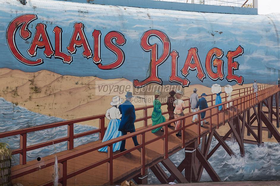 France, Pas-de-Calais (62), Côte d'Opale, Calais: La plage  - Mur peint représentant la vie de la station à la Belle-Epoque  //  France, Pas de Calais, Cote d'Opale (Opal Coast), Calais: The beach - Painted wall depicting the life of the station to the Belle Epoque
