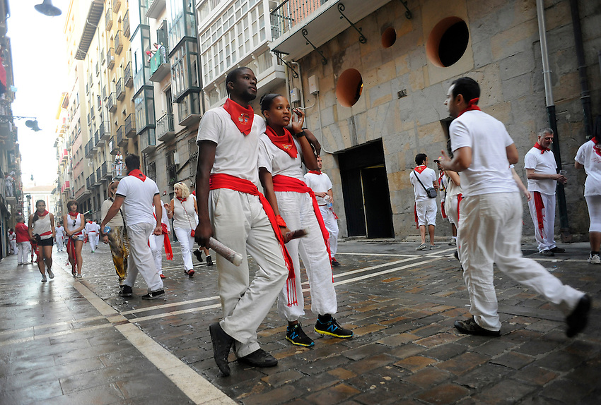 A couple of runners wait the beginning of the second San Fermin Festival´s running of the bulls in Estafeta street, on July 8, 2013, in Pamplona, Basque Country. On each day of the eight San Fermin festival days six bulls are released at 8:00 a.m. (0600 GMT) to run from their corral through the narrow, cobbled streets of the old navarre town over an 850-meter (yard) course. Ahead of them are the runners, who try to stay close to the bulls without falling over or being gored. (Ander Gillenea / Bostok Photo)