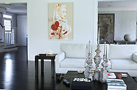 Donna Taylor House. One of the most spectacular houses in Bridgehampton New York. It..belongs to an investment banker and important art collector.  Decorated in a modern style with a lot of contempory art..