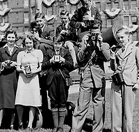 La visite du Roi George VI au Canada en 1939.<br /> <br /> <br /> <br /> <br /> <br /> La visite du Roi George VI au Canada en 1939.<br /> <br /> <br /> <br /> <br /> <br /> Providing their own picture coverage; The world's ace press photographers; armed with official credentials and expensive equipment; have converged on Quebec today to cover the arrival of the King and Queen.<br /> <br /> [unknown]<br /> Picture, 1939<br /> <br /> PHOTO : Toronto Star Archives - AQP