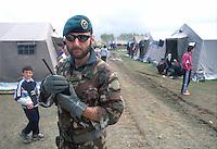 - soldier of the special unit COMSUBIN (Comando Subacquei Incursori)  in the camp for refugees from  Kosovo organized by Italy in Kavaje<br /> <br /> - militare del reparto speciale COMSUBIN (Comando Subacquei Incursori) nel campo per i profughi dal Kossovo organizzato dall'Italia a Kavaje