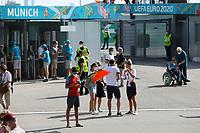 Deutsche Fans am Eingang bei der EURO2020 in München<br /> - Muenchen 19.06.2021: Deutschland vs. Portugal, Allianz Arena Muenchen, Euro2020, emonline, emspor, <br /> <br /> Foto: Marc Schueler/Sportpics.de<br /> Nur für journalistische Zwecke. Only for editorial use. (DFL/DFB REGULATIONS PROHIBIT ANY USE OF PHOTOGRAPHS as IMAGE SEQUENCES and/or QUASI-VIDEO)
