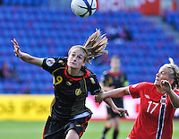 Norway : UEFA Women's Euro Qualifying group stage (Group 3) - 15/09/2012  - Oslo - Ullevaal Stadion : Norway  (Noorwegen) - BELGIUM ( Belgie) : Tessa Wullaert voor Lene Mykjaland.foto DAVID CATRY / Vrouwenteam.be