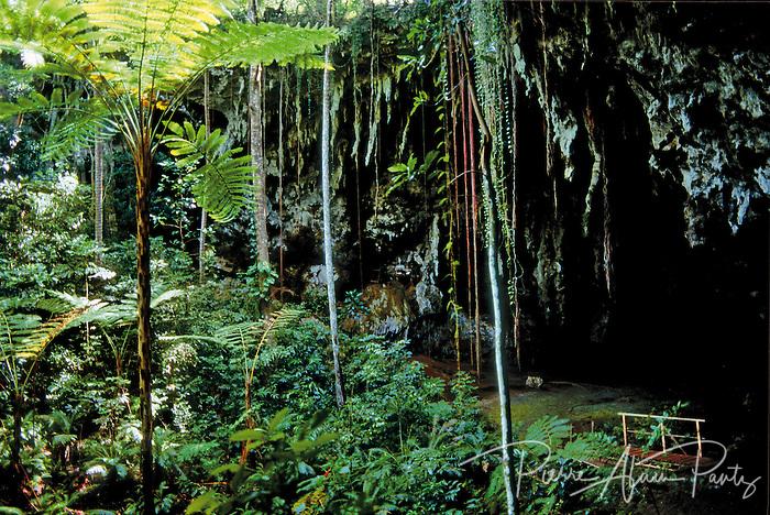 ile des pins, grotte de la reine hortense