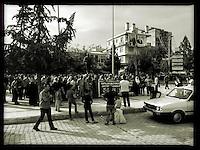 Anlaesslich des Bombenanschlag in  Ankara am 10. Oktober 2015 fand in der tuerkischen Grenzstadt Suruc an der Grenze zu Syrien, eine Trauerdemonstration von Gewerkschaftsmitgliedern und HDP-Kandidaten statt.<br /> 13.10.2015, Suruc/Tuerkei<br /> Copyright: Christian-Ditsch.de<br /> [Inhaltsveraendernde Manipulation des Fotos nur nach ausdruecklicher Genehmigung des Fotografen. Vereinbarungen ueber Abtretung von Persoenlichkeitsrechten/Model Release der abgebildeten Person/Personen liegen nicht vor. NO MODEL RELEASE! Nur fuer Redaktionelle Zwecke. Don't publish without copyright Christian-Ditsch.de, Veroeffentlichung nur mit Fotografennennung, sowie gegen Honorar, MwSt. und Beleg. Konto: I N G - D i B a, IBAN DE58500105175400192269, BIC INGDDEFFXXX, Kontakt: post@christian-ditsch.de<br /> Bei der Bearbeitung der Dateiinformationen darf die Urheberkennzeichnung in den EXIF- und  IPTC-Daten nicht entfernt werden, diese sind in digitalen Medien nach §95c UrhG rechtlich geschuetzt. Der Urhebervermerk wird gemaess §13 UrhG verlangt.]