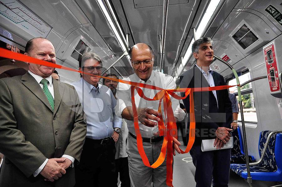 SÃO PAULO, SP, 30.12.2016 - ALCKMIN-SP - O governador Geraldo Alckmin (PSDB) durante entrega de um novo trem para a linha 7-Rubi (Luz-Francisco Morato) da CPTM na Estação da Luz região central de São Paulo na manhã desta sexta-feira, 30. Este é o oitavo trem do lote de 65 adquiridos e o sexto entregue para a Linha 7, que até o final de 2018 deverá ter a frota renovada com 19 composições. (Foto: Renato Gizzi/Brazil Photo Press)