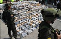 CARTAGENA -COLOMBIA. 10-04-2014. La Policia Nacional de Colombia decomiso 7 toneladas de cocaina  con rumbo a Holanda  encontrada en un contenedor en la Sociedad Portuaria de Cartagena., el valor de la droga es de 242 millones de dolares./ The National Police of Colombia confiscation 7 tons of cocaine bound for Holland found in a container at the Port Society of Cartagena., The value of the drug is 242 million dollars. Photo: VizzorImage/ Andrew Indell  / Stringer