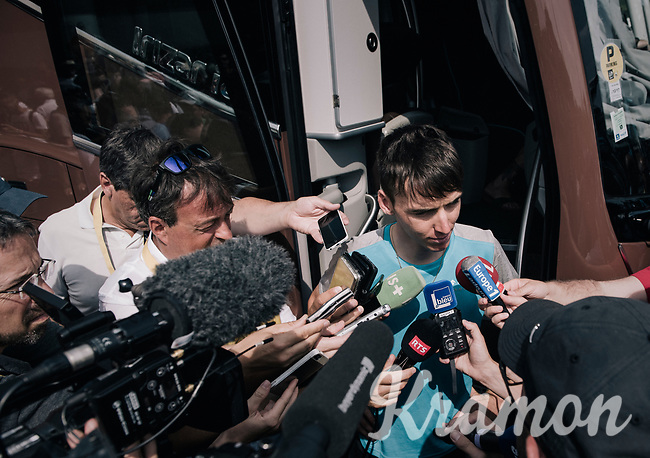 Romain Bardet (FRA/AG2R-La Mondiale) swamped by (mainly french) press at the stage start<br /> <br /> 104th Tour de France 2017<br /> Stage 7 - Troyes › Nuits-Saint-Georges (214km)