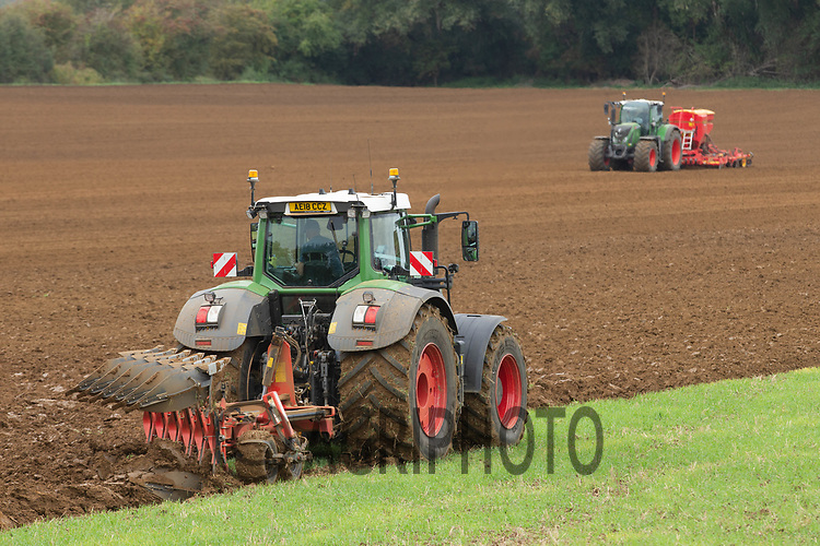 1.10.2020 Ploughing and drilling Winter cereals in Lincolnshire <br /> ©Tim Scrivener Photographer 07850 303986<br />      ....Covering Agriculture In The