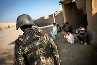 Afghanistan, 24.10.2011, Nawabad. Ein afghanischer Soldat auf Patrouille in Nawabad. Die in Kundus stationierte 3. Task Force (ISAF) der Bundeswehr beginnt im Oktober 2011 die mehrtaegige Operation Orpheus. Durch Patrouillen in und um die Kleinstadt Nawabad (Dirstrikt Chahar Dareh) westlich von Kundus, Nordafghanistan, versuchen die rund 100 Infanteristen Rueckzugsorte Aufstaendischer unmoeglich zu machen. Unterstuetzt werden sie dabei durch einen Zug afghanischer Soldaten. An afghan soldier on patrol in Nawabad. In October 2011 Kunduz based 3.Task Force started a several days operation in and around Nawabad (District Chahar Dareh), west of Kunduz, northern Afghanistan. During the Operation Orpheus about 100 german infantry soldiers went out for patrols through the town and surrounding areas, which were expected as a retreat zone of insurgents. A platoon of afghan soldiers supports the german forces. © Timo Vogt/Est&Ost, NO MODEL RELEASE !!